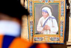 マザー・テレサが聖人に。
