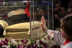 「聖痕」の聖人ピオ神父の遺体、バチカン展示へ出発