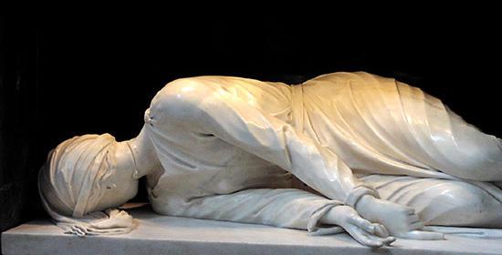 サンタ・チェチリア・イン・トラステヴェレ教会の彫像