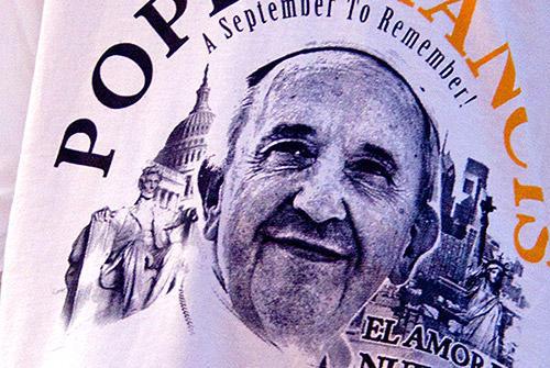 ローマ教皇フランシスコの訪米を記念して作られたTシャツ