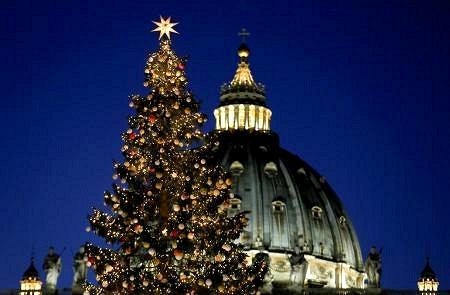バチカンでクリスマスツリー点灯